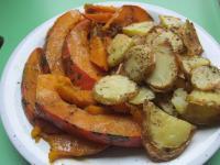 Hokkaidokürbis aus dem Backofen mit Kartoffeln