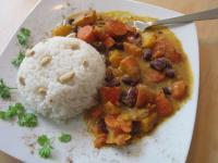 Bohneneintopf mit Kürbis und Karotten und Basmatireis