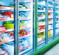 Im Supermarkt: Regale mit Tiefkühlkost.
