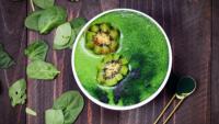 Grüne Smoothies kühlen, entgiften und leiten aus