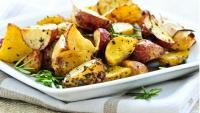 Ofengemüse aus Kartoffeln, Sellerie, Rosenkohl und Champignons