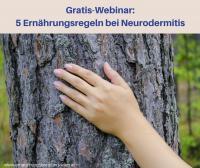 Foto von einer Hand auf einem rauen Baumstamm - eine Metapher für die trockene, juckende Haut bei Neurodermitis. Gratis-Webinar: 5 Ernährungsregeln bei Neurodermitis