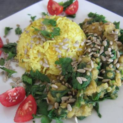Foto von Reis, Linsen mit Spinat, mit Sonnenblumenkernen und Petersilie