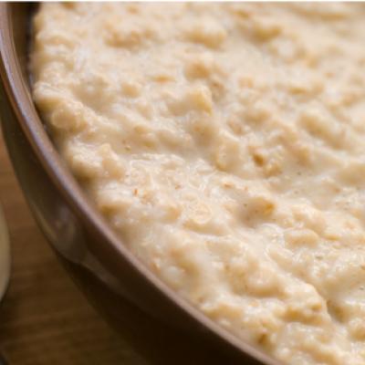 Buchweizen-Cashew-Porridge mit Feigen und Mandelsplittern
