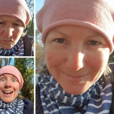 Drei Fotos von Katharina mit rosa Haube und Schal, mit verschiedenen Gesichtsausdrücken