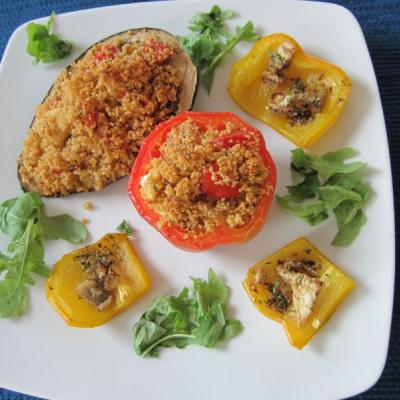 Ofen-Paprika mit Couscous-Tomaten-Feta-Füllung