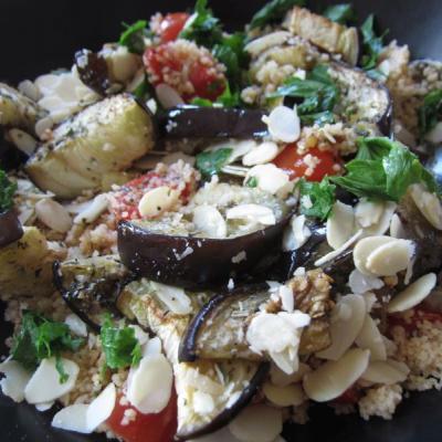 Foto von Ofen-Melanzani (Auberginen) auf Tomaten-Couscous