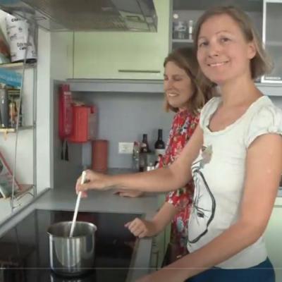 Ausschnitt aus der Sendung von SchauTV mit Katharina und Olivia Macho