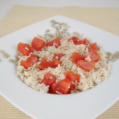 Foto von süßem Reis mit Wassermelone und Sonnenblumenkernen