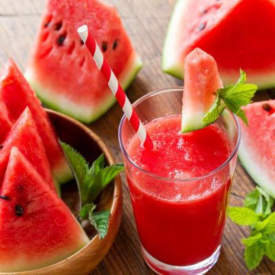 Foto von Wassermelone und Wassermelonensaft